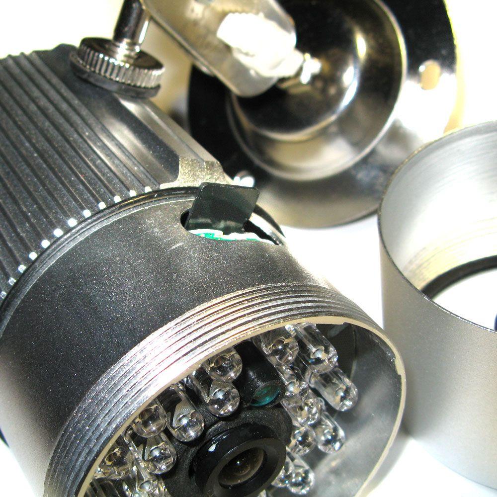 Разъем для флеш-памяти под корпусом камеры
